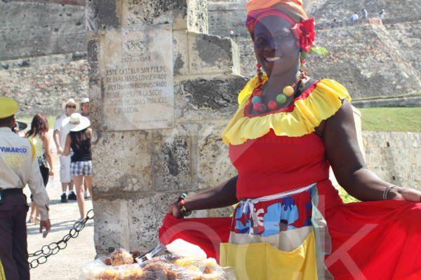 Cultura palenquera afuera de castillo de San Felipe