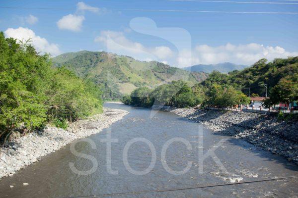 Rio Magdalena a la altura de La Dorada en un dia soleado