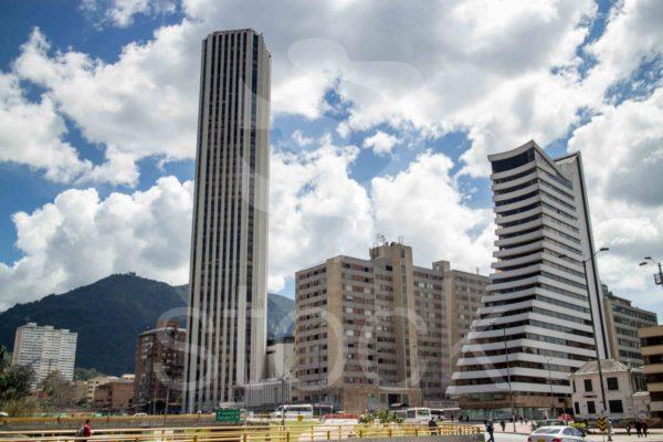 La imponente torre Colpatria en el centro de Bogotá