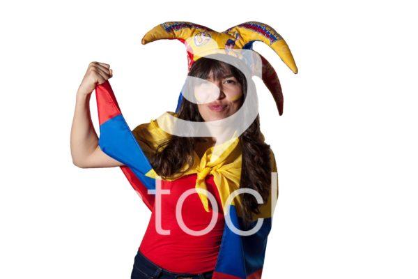 Aficionada demuestra fuerza en reflejo a apoyo de colombia.