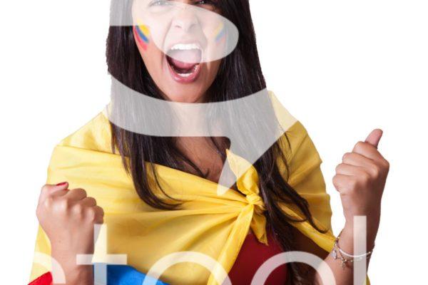 Aficionada colombiana emocionada por partido de colombia.